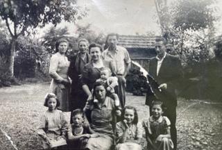 Babuin/Pancino immediate (Enrico, Giulia, Liliana, Mario) and extended family